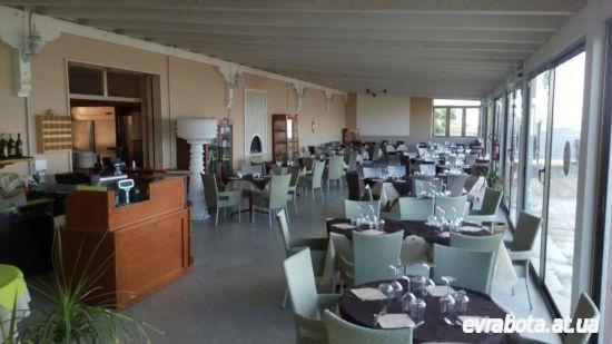 На сезон в ресторан на берегу Ионического моря требуется посудомойщица официант бармен повар - Работа в Италии